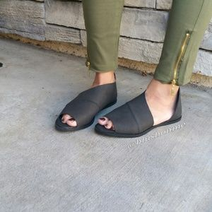Shoes - Peep Toe Side Cut Flats